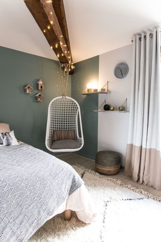 esempio camera scandinava con parete verde
